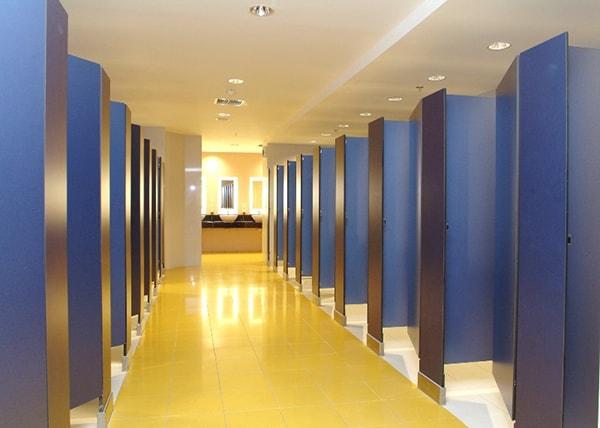 Nên chọn màu gì cho vách ngăn vệ sinh?