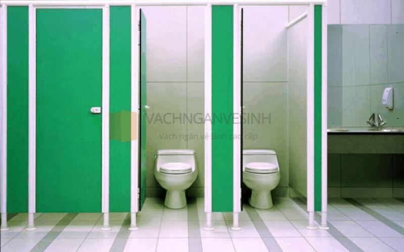 vach-ngan-ve-sinh-compact-hpl