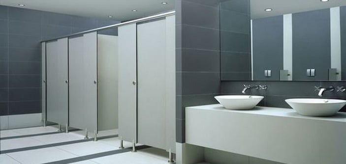 khu vực nhà vệ sinh có sử dụng tấm vách ngăn compact hpl